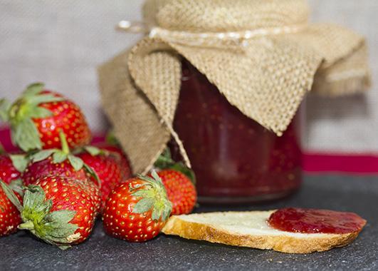 strawberry jam on dig