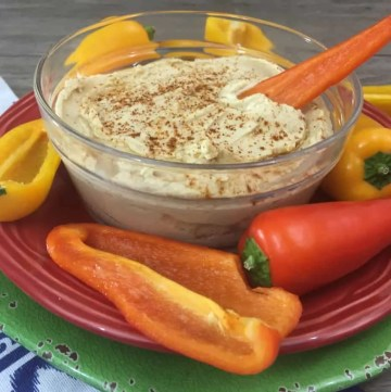 Creamy lemon Hummus with a spicy twist
