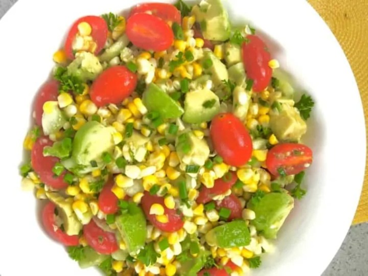 Avocado and grilled corn salad