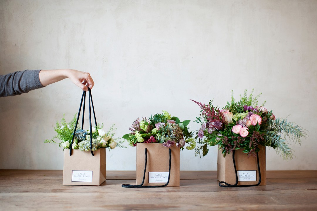 Blumen in Tasche
