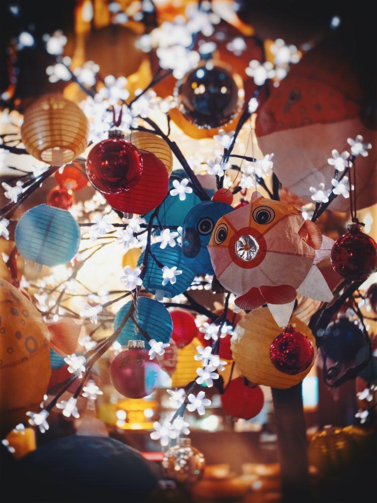 Lampions im Baum