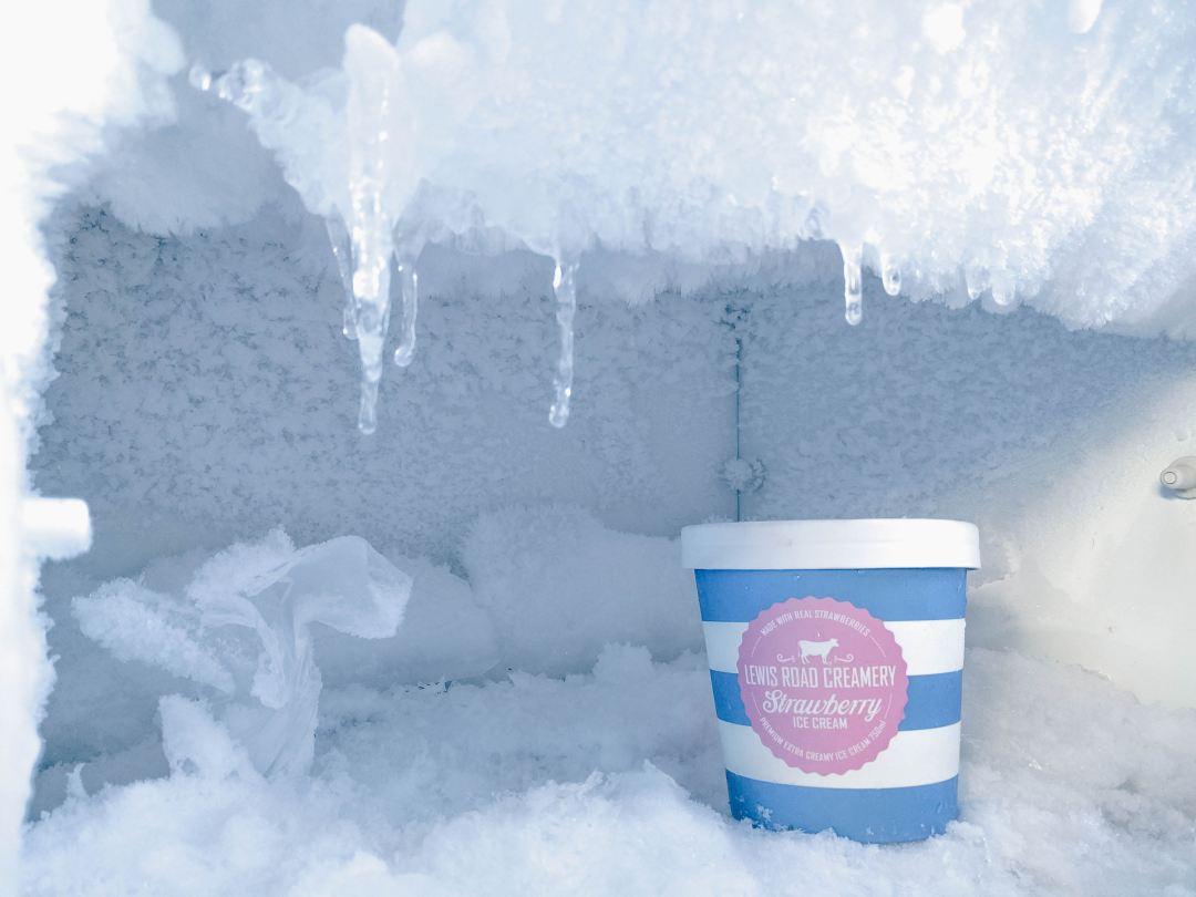 Eiscreme im Eiskasten