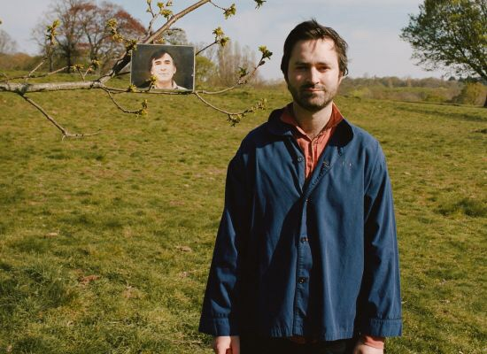 ENGLISH ARTIST TOM ROSENTHAL RELEASES NEW SINGLE 'I WENT TO BED AND I LOVED YOU'