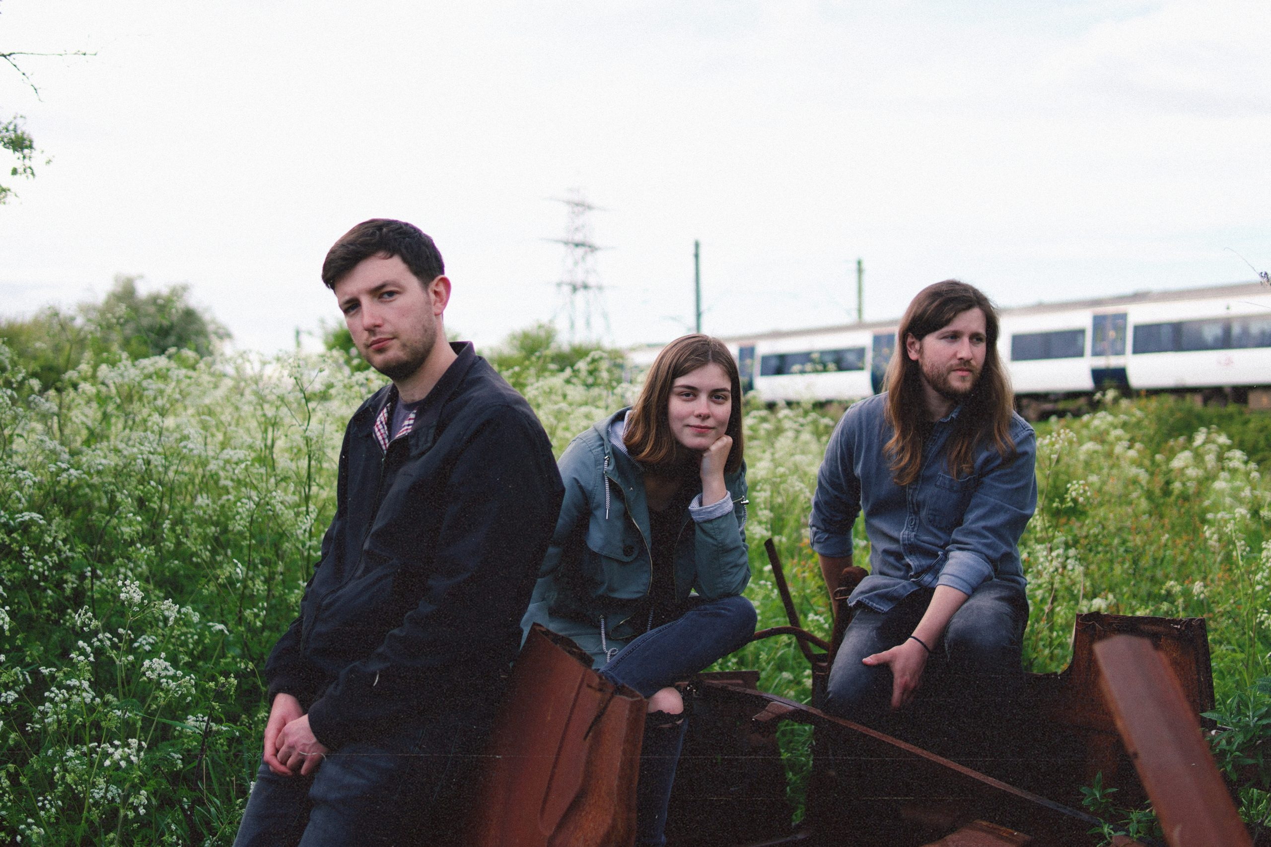 """ENGLISH TRIO IN EARNEST DIVE DEEP ON NEW EP """"REASONS TO STAY ALIVE"""""""