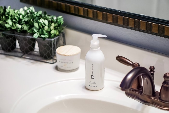 Getting ready for the holidays - #bathroom #beautycounter #farmhouse #farmhousebathroom
