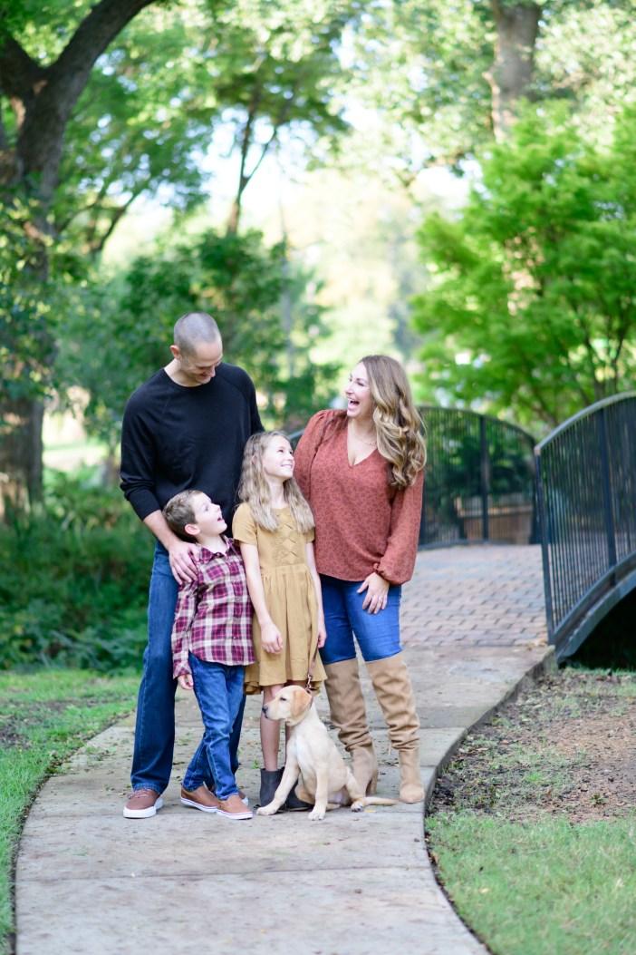 Fall Family Photos #familyphotooutfits #fallfashion #fallstyle #kidsclothing #girlsfallclothing #boysfallclothing #mensclothing