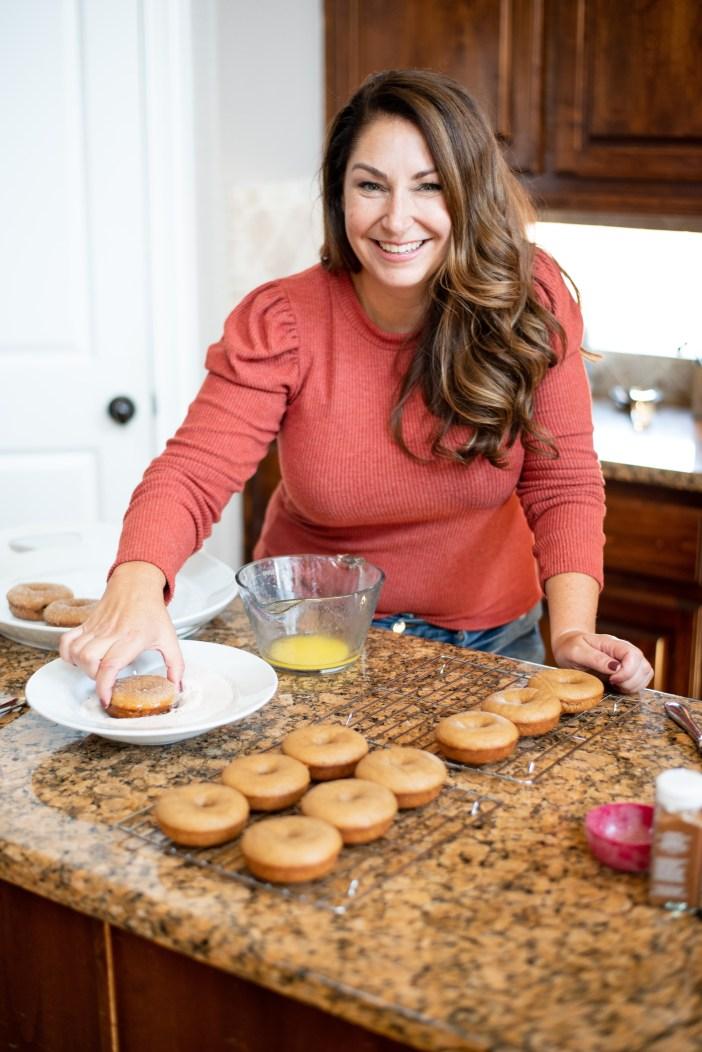 How to Make Apple Cider Donuts #fallstyle #fallrecipe #appleciderdonuts #fallsweaters #falldenim #nordstrom #goodamerican