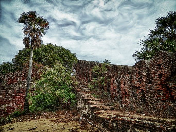 destroyed, tsunami, alamparai fort, irfan, hussain, thereddotman, the red dot man., HDR, High dynamic range, Nikon L120, Nik HDR EFEX