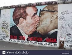 dmitry-vrubels-mural-of-communist-leaders-honecker-and-brezhnev-kissing-d9466x