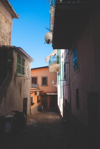 there-goes-red-italy-ariccia-chigi-palace-11