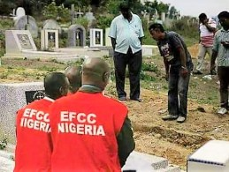 The image from the grave came from 2014 in a diferent article not related to EFCC