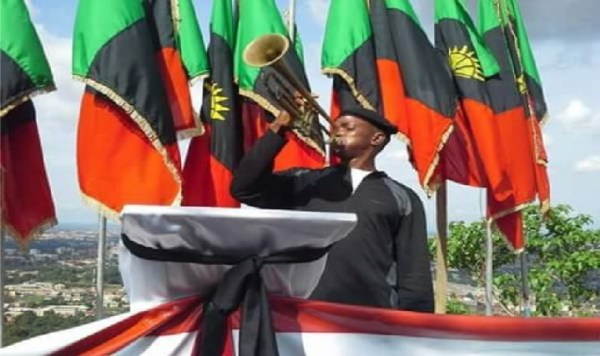 Biafra-Flags-with-trumpet