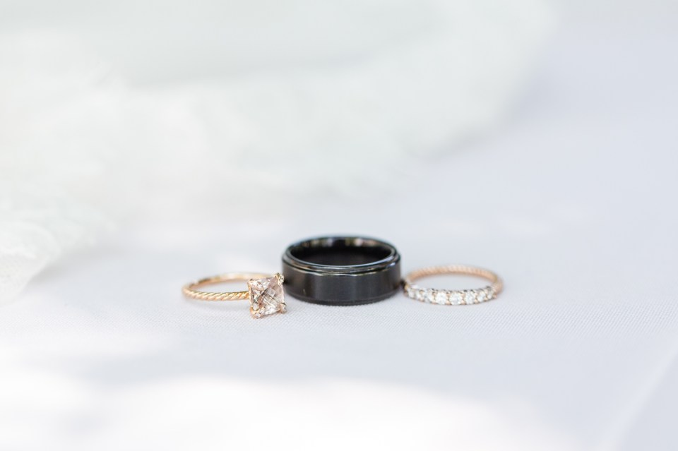 Gold diamond solitair wedding ring, with matching band.