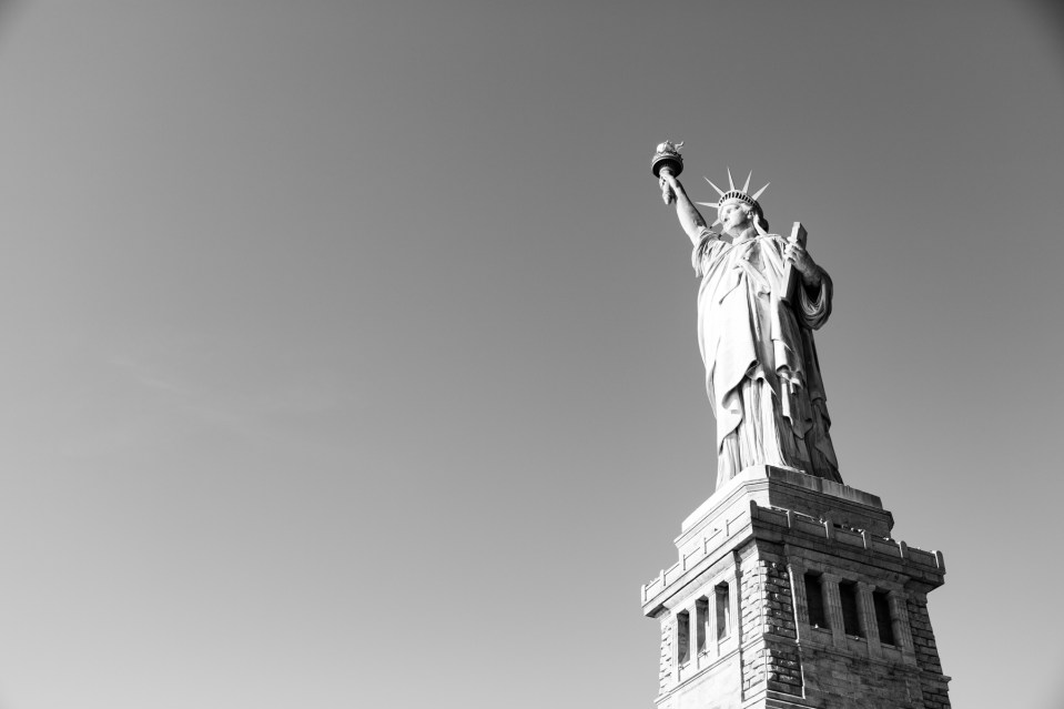 Black and white photo of the statue of liberty.