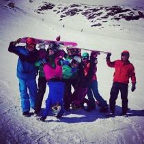 Skifahrer auf Snowboards :)