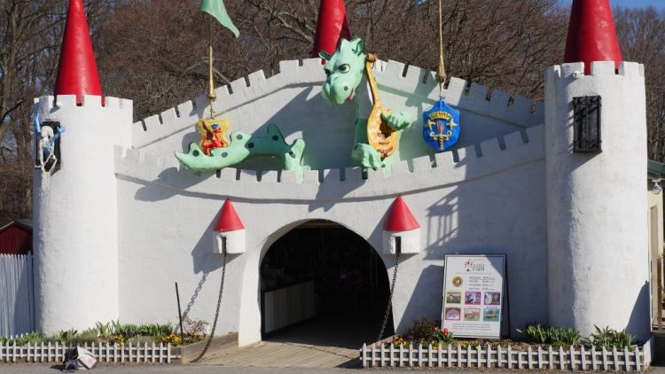 With a castle at the gate of the park, your birthday princess (or prince) will feel the magic as the party begins.