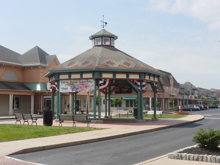 At The Outlet Shoppes at Gettysburg, you can enjoy more than just shopping.