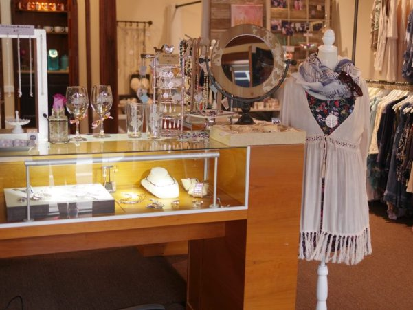 A La Mode Boutique Grand Re-Opening in Old Ellicott City, Maryland - Spruce up your spring wardrobe - Theresa's Reviews