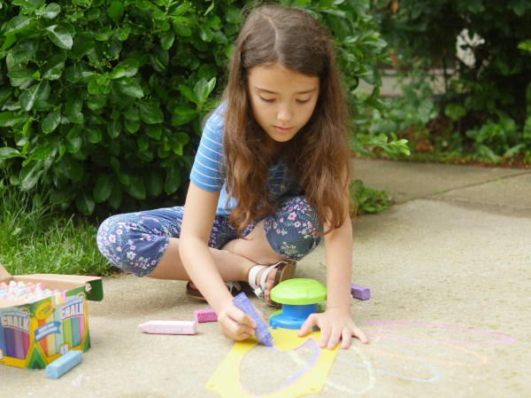 Creative Outdoor Summer Fun Ideas with Crayola - Theresa's Reviews