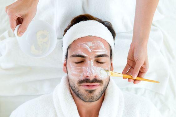 Gezicht behandeling klei masker man