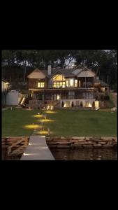 "<a href=https://thereserveatlakeguntersville.com/homesites/available-homes/"">Available Homes</a>"