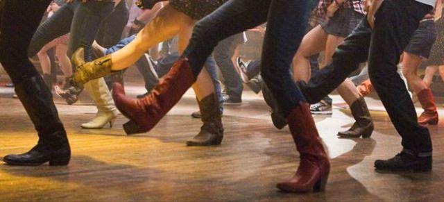 Line dancing in Sabinillas