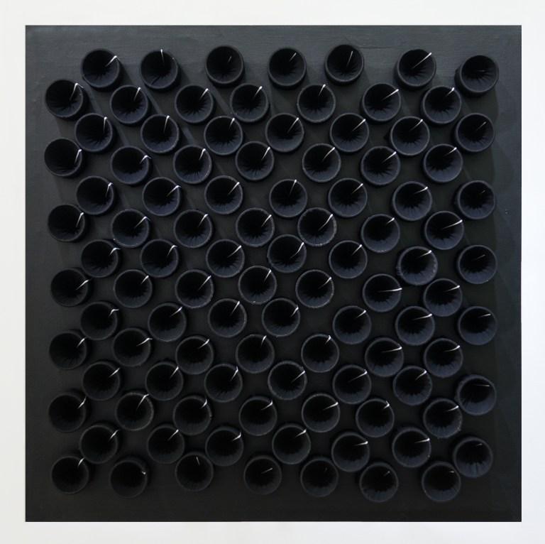 526-Black-white-100x100-2001