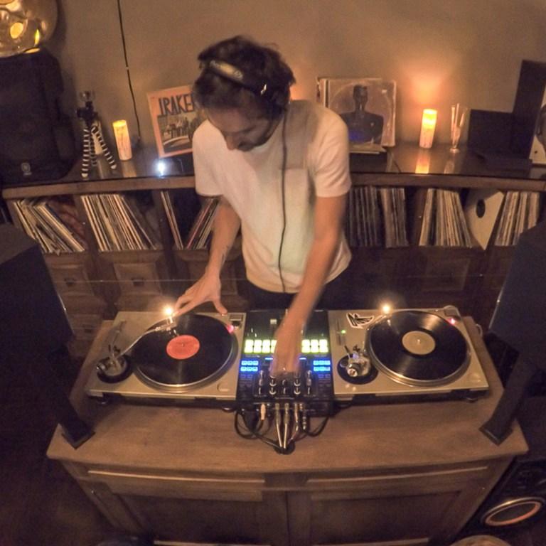 TheBarattheR-DJ-01
