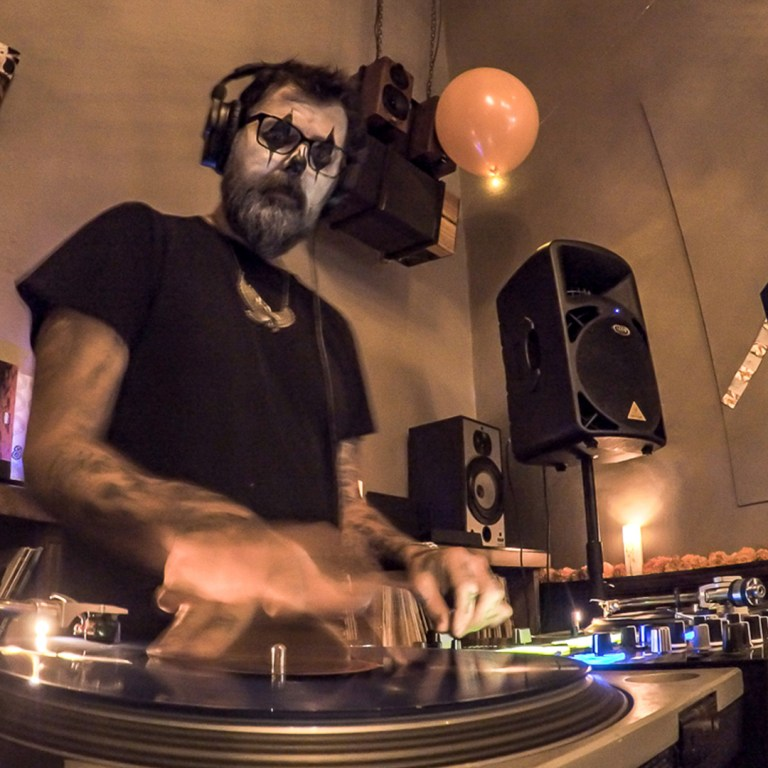 TheBarattheR-DJ-06