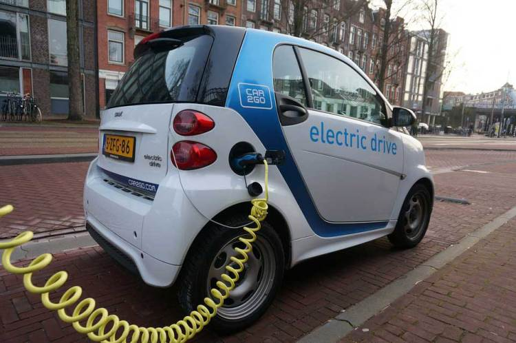 EU Rules Carmakers Must Add Fake Engine Noises to New Electric Cars