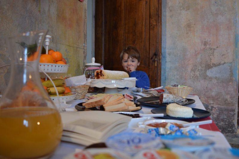 Breakfast in the art therapy room at la Collina degli Elfi