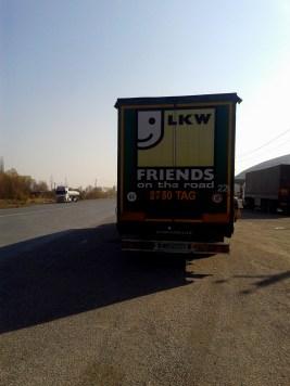 Friends on the road, Maku