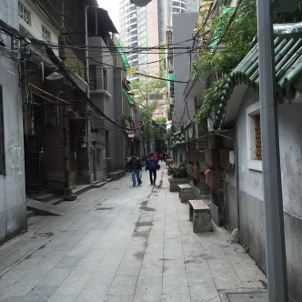 Random alley near an urban public park; it resembles a venue in an atypical HK TV series set in one of the many dynasties in China