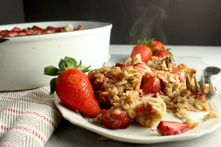 Baked Strawberry Pecan Oatmeal