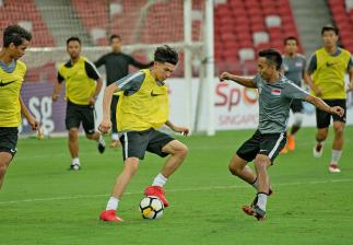 Ben Davis training with the Singapore team