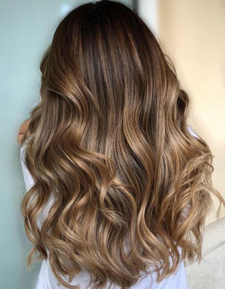 Sjajni balajaž na smeđoj kosi
