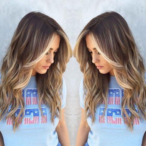 Dugačka smeđa kosa sa svetlom pramenovima