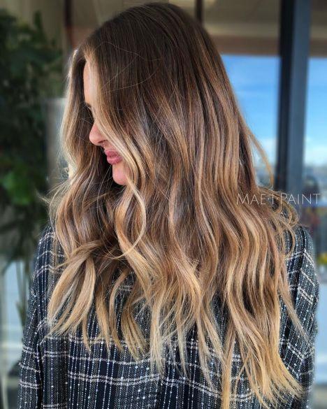 Dugačka kosa u svetlo smeđe - karamel boji