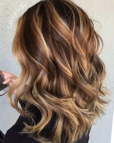 Dugačka kosa sa svetlo smeđim karamel balajažom