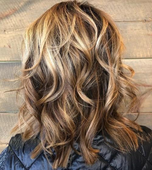 Medium Wavy Caramel Bronde Hairstyle