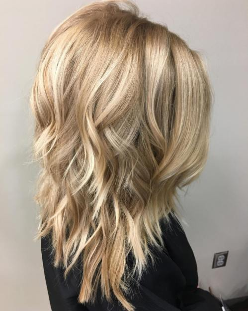 Shoulder-Length Hairstyle With Medium Layers