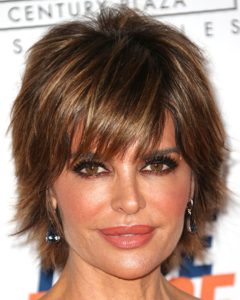 Lisa Rinna short layered hairstyle with highlights