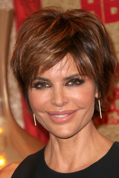 Lisa Rinna short layered hairstyle with caramel highlights