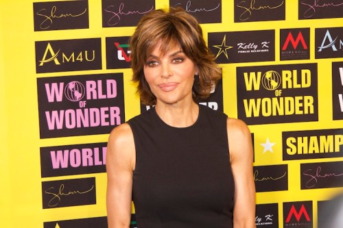 Lisa Rinna A-line hairstyle with highlights
