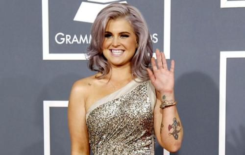 Kelly Osbourne wavy hairstyle for round fat face
