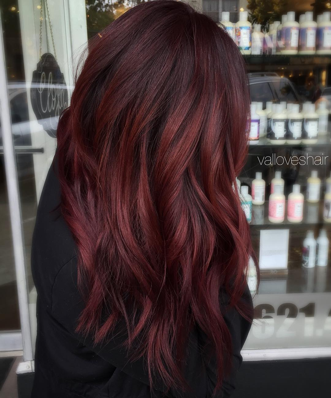 Hair Black with red tones advise to wear in spring in 2019