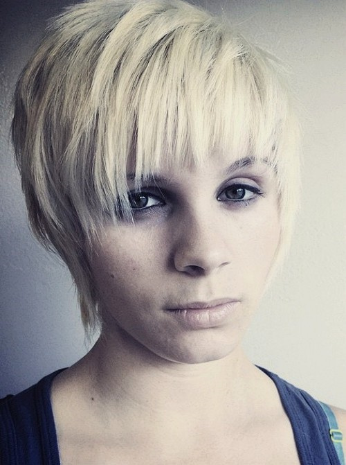 short blonde choppy hairstyle