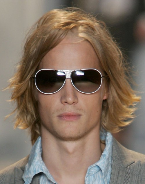 blonde layered hairstyle for men