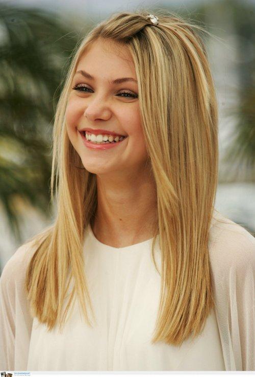 Taylor Momsen medium hairstyle