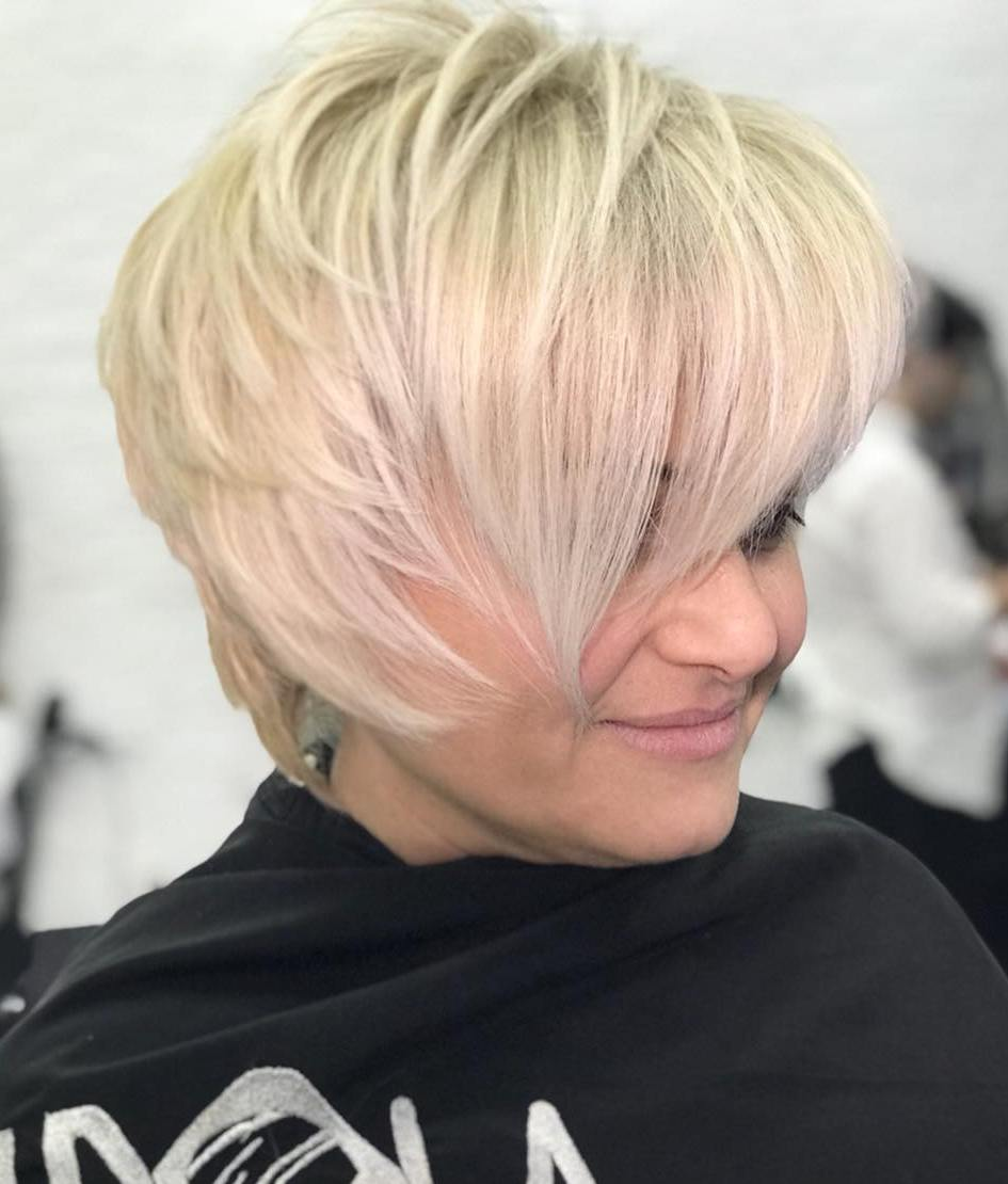 Short Hairstyle With V Cut Layers